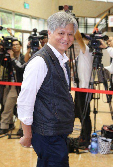 台北市長候選人電視辯論會,吳蕚洋由選辦人員陪同參加。記者許正宏/攝影