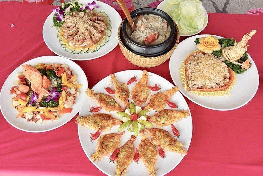 店家祭出招牌菜來吸引饕客上山。 臺北市紗帽山溫泉發展協會/提供