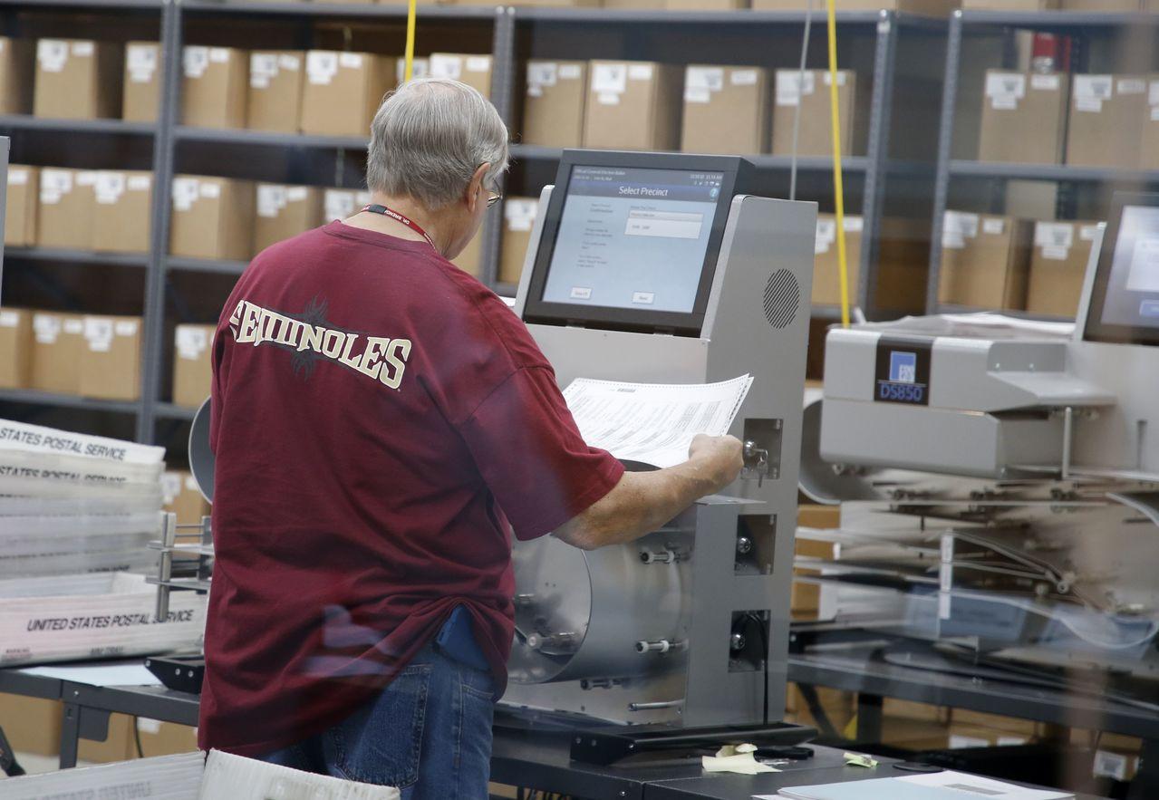 各郡現在可將選票重新投入郡或中央計票機,進行強制機器重新計票。 法新社