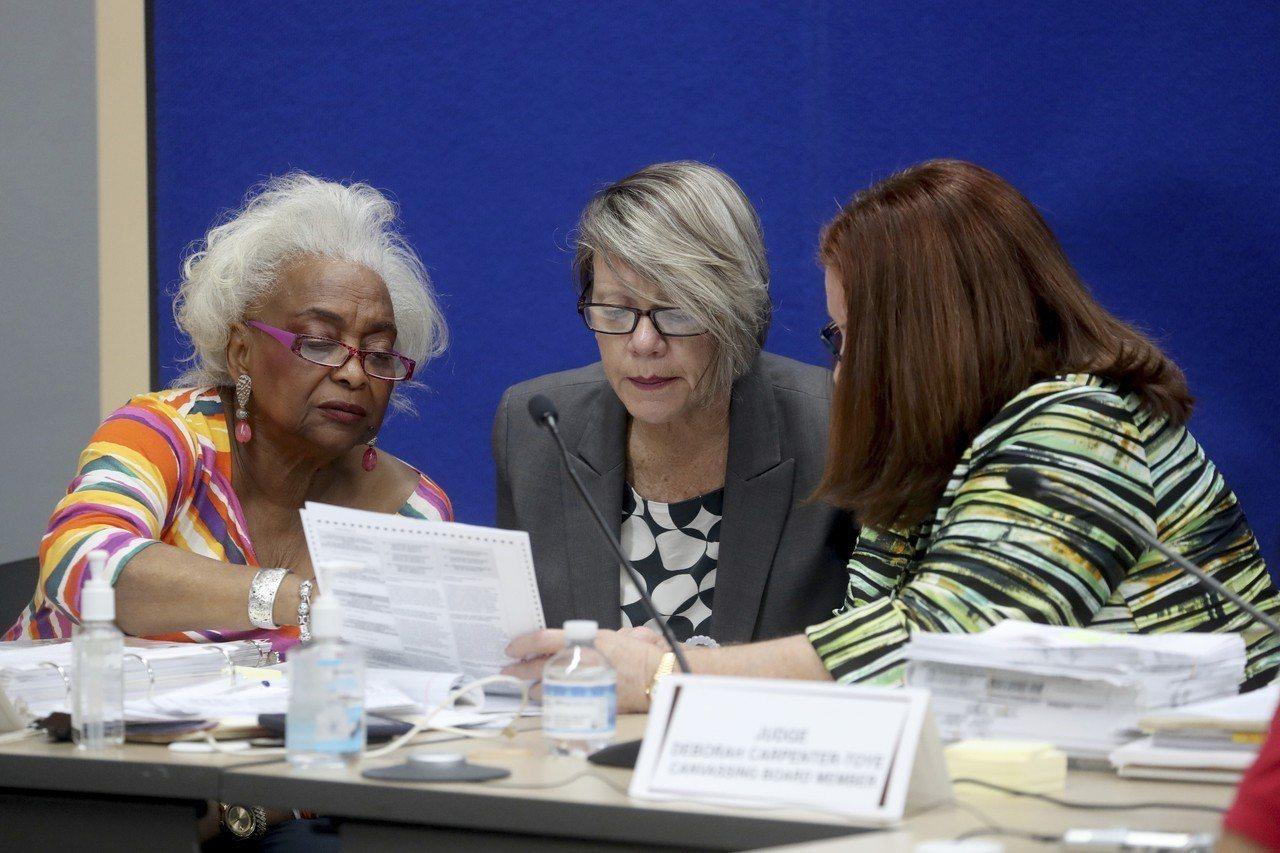 佛州州務卿下令三項選舉重新點票。 美聯社