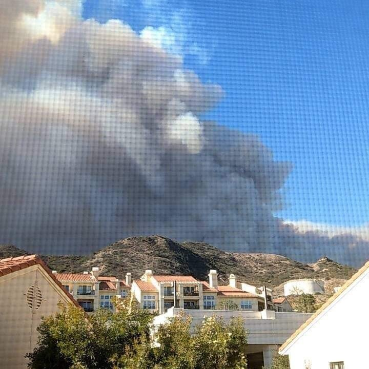 馬里布(Malibu)鄰近地區9日遭受Woolsey大火威脅。 世界日報記者謝雨...