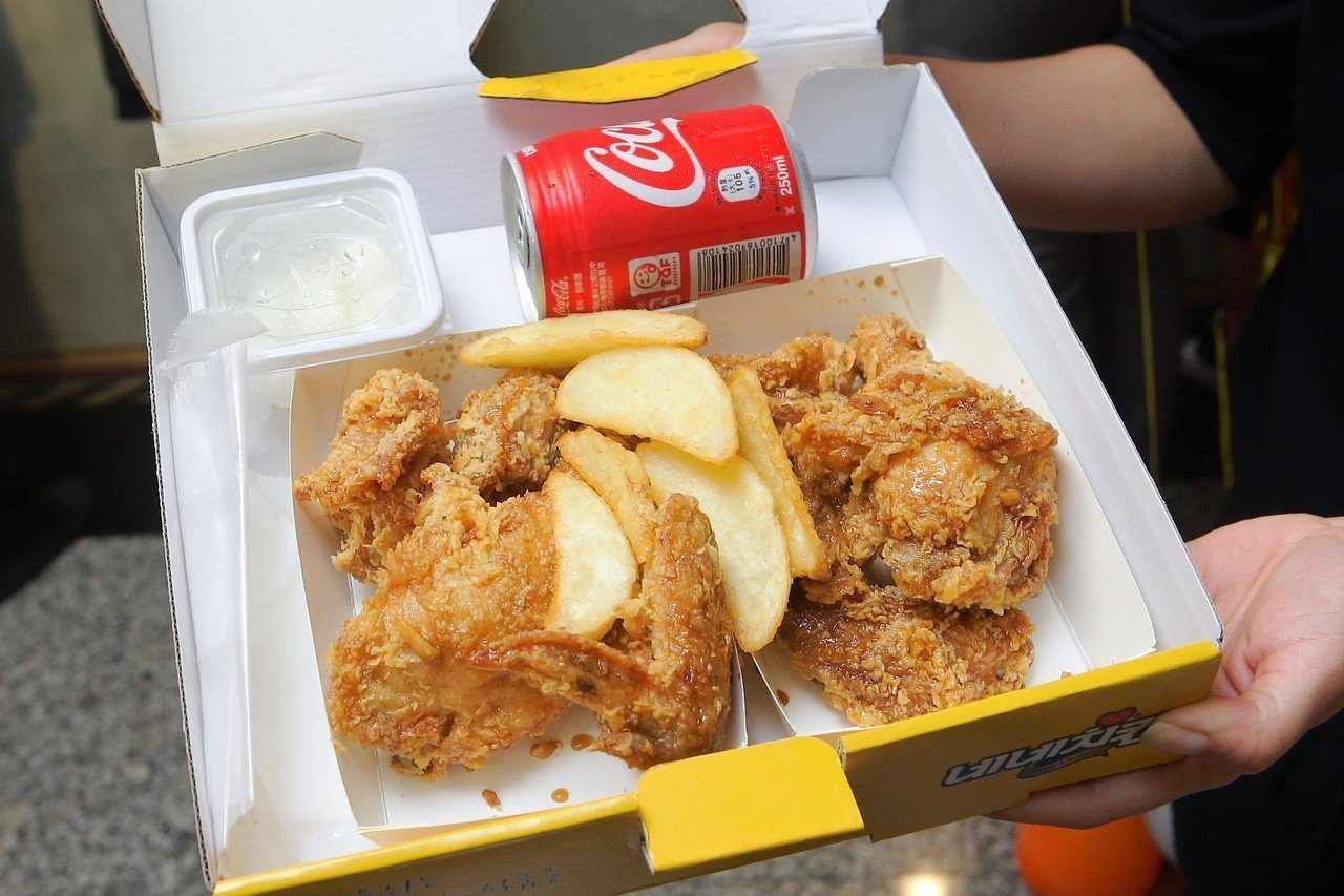 NeNe Chicken提供外帶服務。