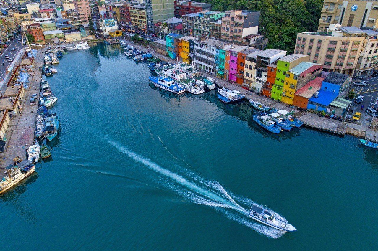 銀獎蕭丞堯的彩繪港灣向前行。圖/基隆市政府提供