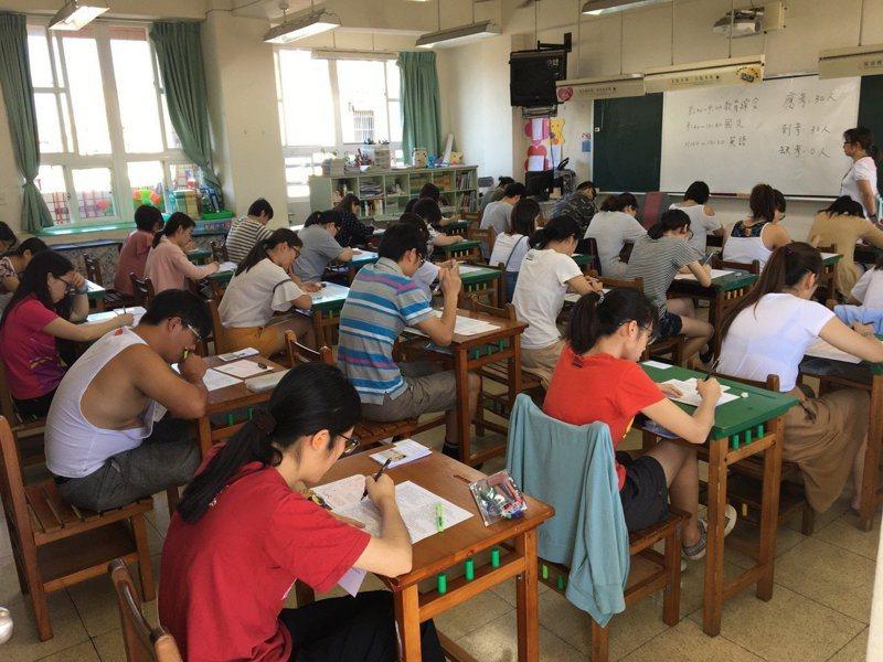 桃園市107年度國民小學及幼兒園教師聯合甄選初試今天登場。圖/市府教育局提供