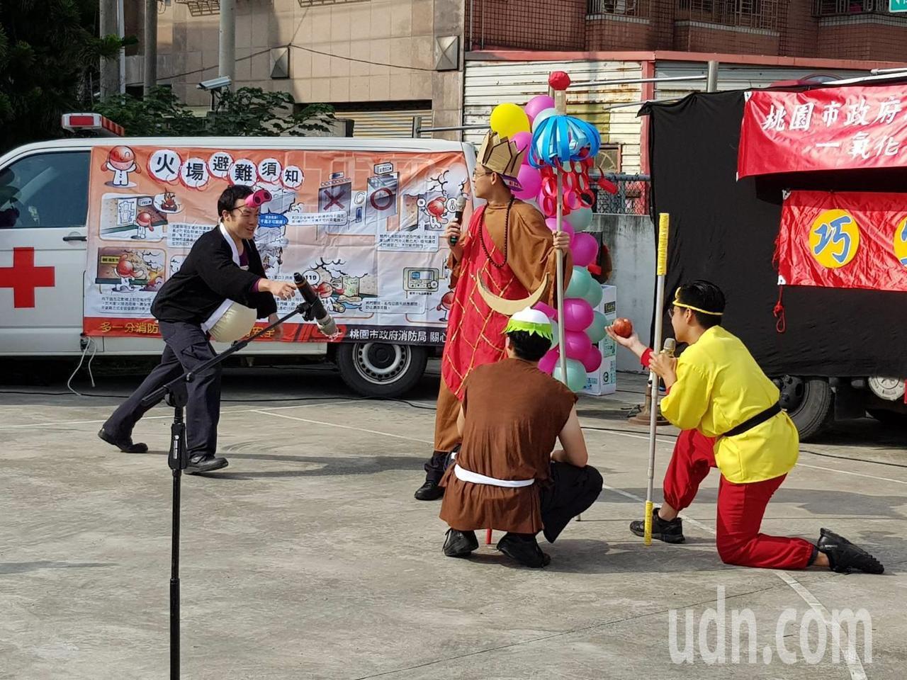 三藏取經碰上噴一氧化碳的妖精是消防宣導劇新戲碼。記者鄭國樑/攝影