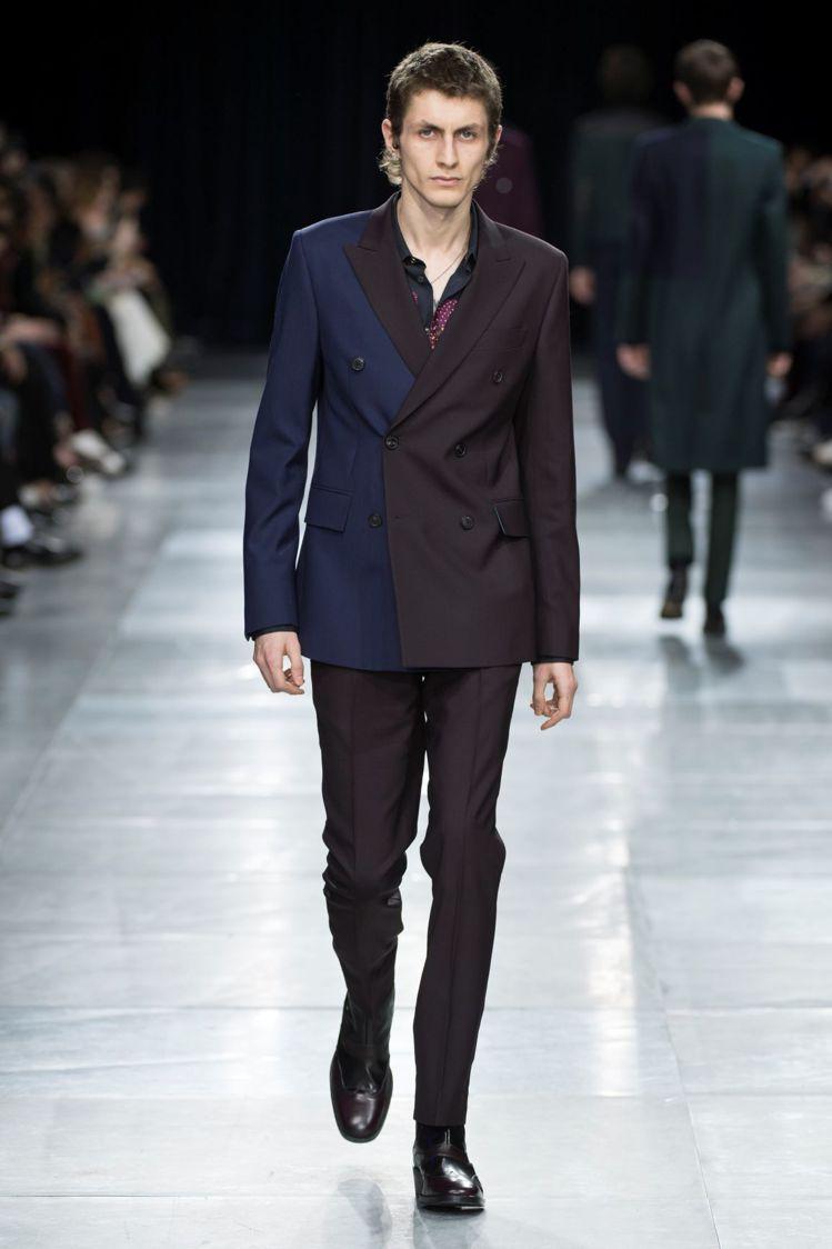 秋冬巴黎秀上的代表款,採用100%羊毛打造的雙排釦西裝,以棗紅與海軍藍雙色結構和...