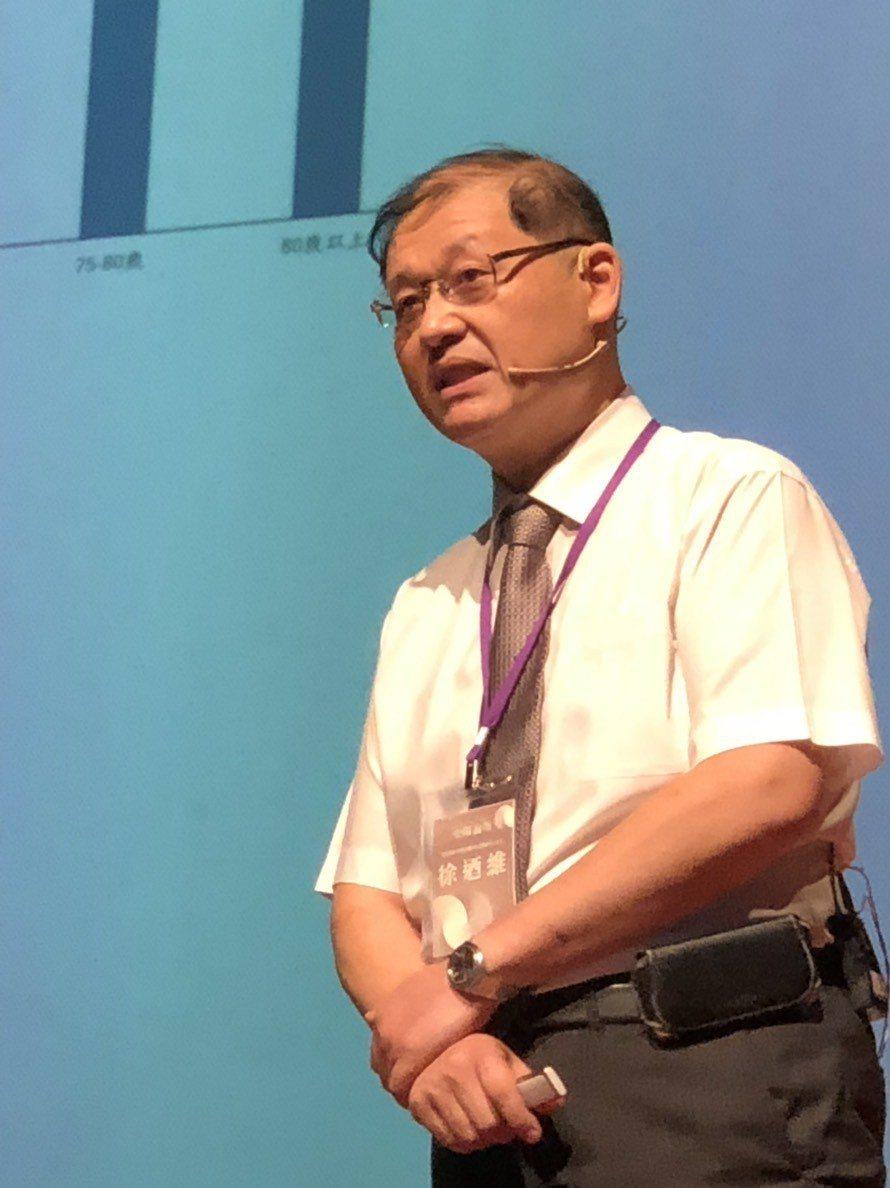陽明大學附設醫院社區醫學中心主任徐迺維今天在榮陽論壇指出,隨著社會老化,如何防止...