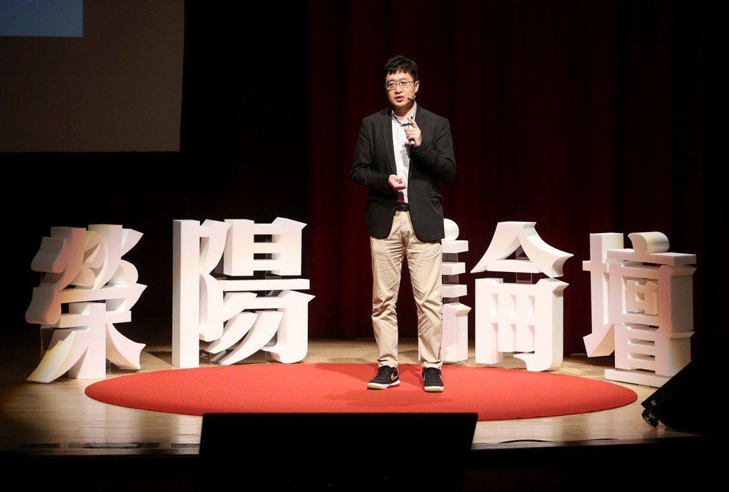陽明大學人文與社會教育助理教授張立鴻。記者余承翰/攝影