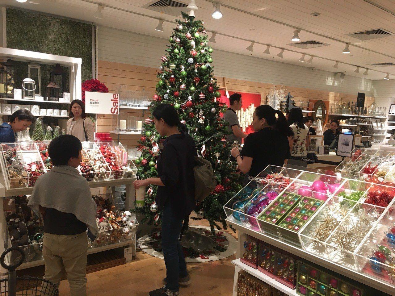 美式居家Crate and Barrel今年也加入雙11行列,想要選購家具與聖誕...
