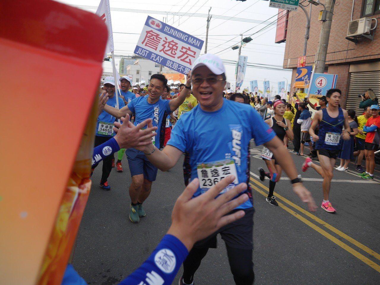董事長詹逸宏已連續三年帶領團隊在田中起跑。公司提供