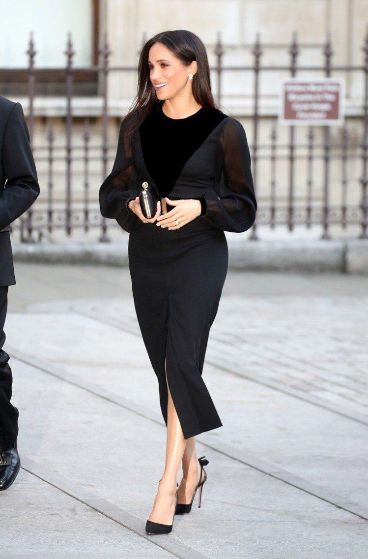 出席皇家藝術學院大洋洲展覽時穿的Givenchy長袖黑色洋裝,薄紗布料顯得柔美又...