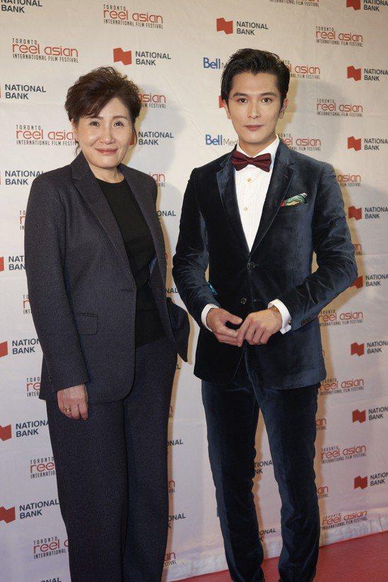 邱澤(右)、導演徐譽庭(左)帶著以「誰先愛上他」橫掃多倫多亞洲電影節。 圖/親愛...