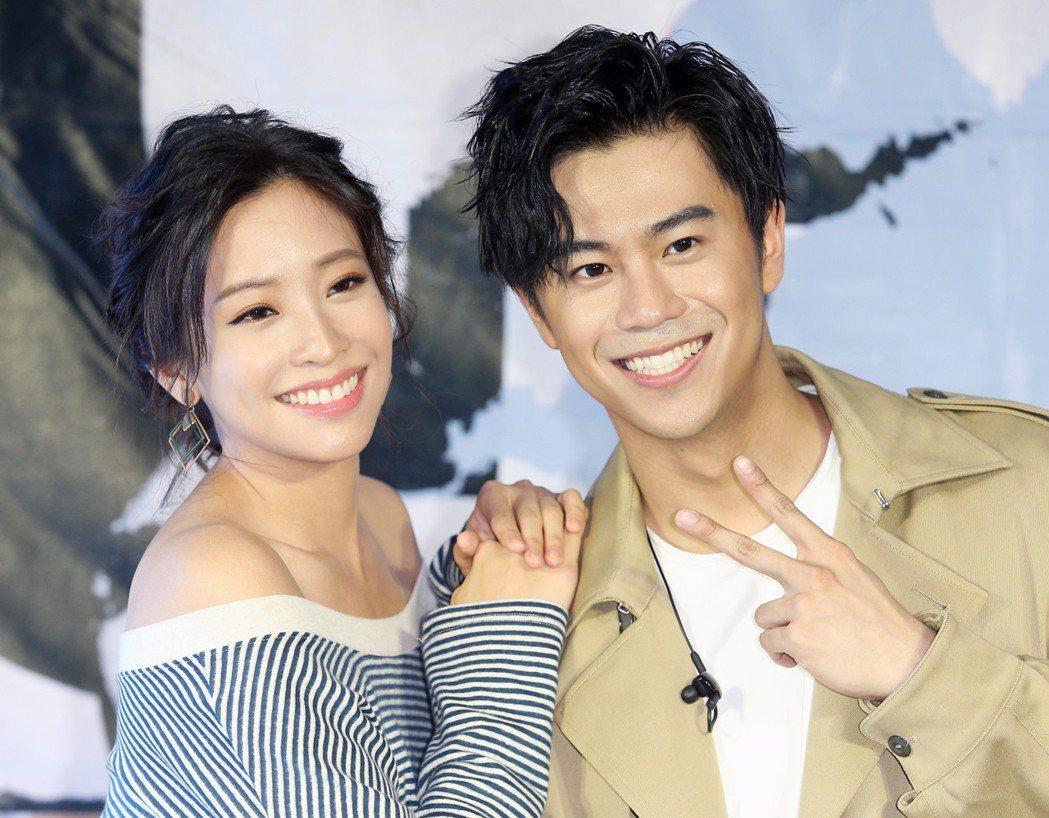 「提琴快手」廖柏雅(右)發新片,好友袁詠琳(左)現身祝福。記者陳正興/攝影
