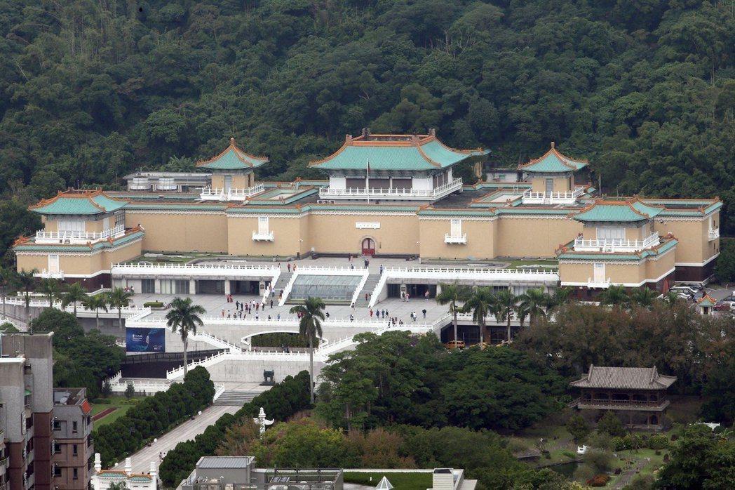 故宮日前開內部會議,院長表示明年故宮北院將閉館三年執行「新故宮」計畫,屆時展品可...
