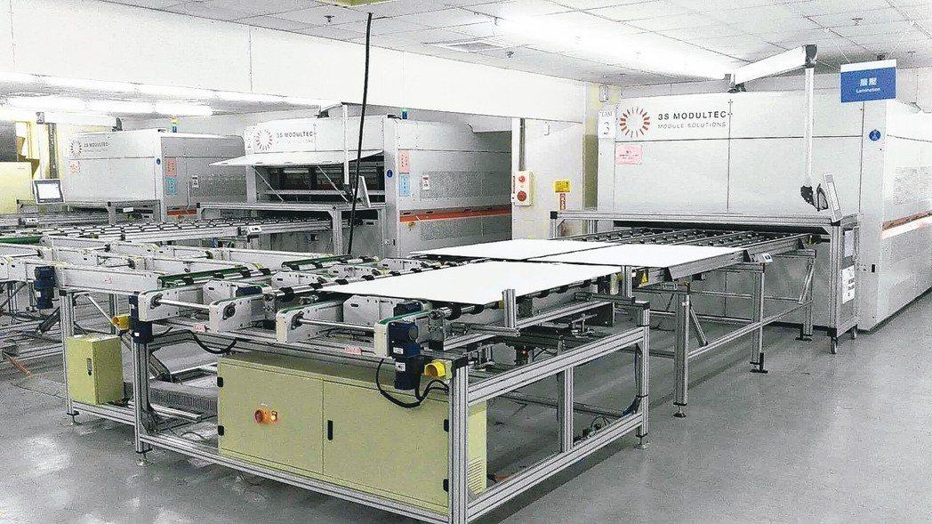 威日光電層壓機生產線。 威日/提供
