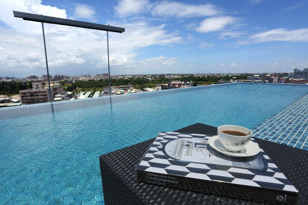桃城茶樣子獲選為全台10大無邊際泳池酒店。  承億文旅 提供