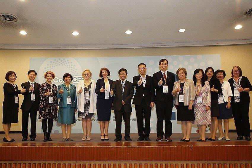 「全國學術電子資訊資源共享聯盟(CONCERT)」20周年慶祝大會貴賓與講者。 ...