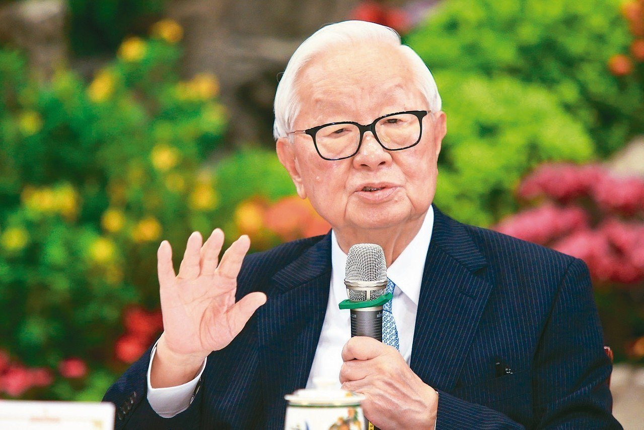 APEC經濟領袖會議代表團上午在總統府舉行行前記者會,領袖代表張忠謀表示,APE...