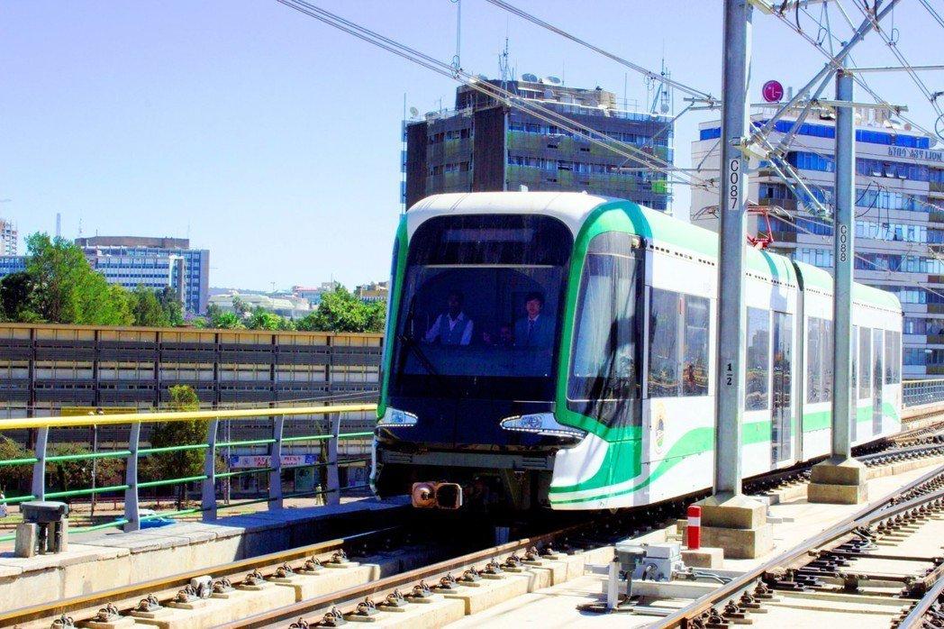位於衣索比亞首都阿迪斯阿貝巴的輕軌系統於2015年起全線通車。 圖/WowAfr...