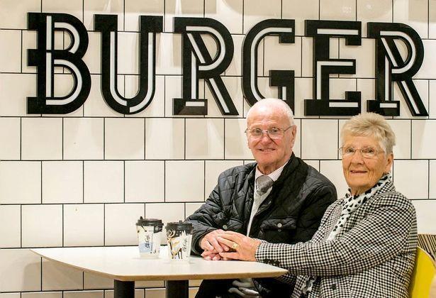 瓊斯夫婦喜愛麥當勞速食長達23年。圖/翻攝自mirror