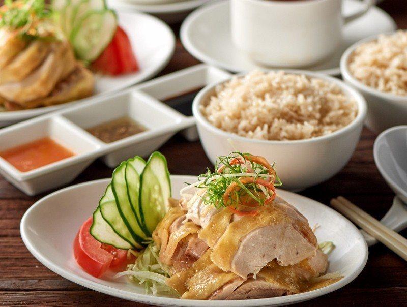 麗香苑的海南雞飯素有口碑,購買年度旅展價899元的餐券,即可享用平日午餐雙人份,...