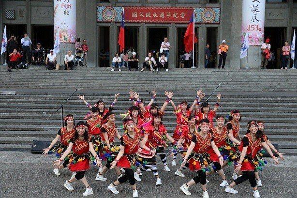 1112紀念國父誕辰153年系列活動-原住民舞蹈表演。 國父紀念館/提供