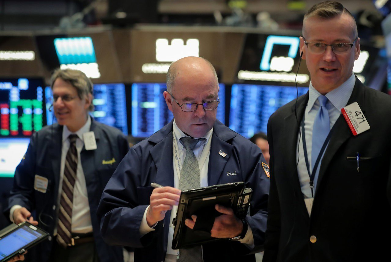 美股行情已從10月低點回升,但油、銅等大宗商品行情卻持續低迷,反映全球經濟展望堪...