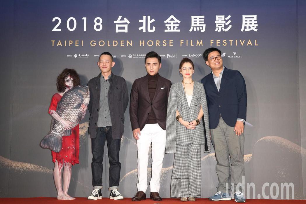 《人面魚 紅衣小女孩外傳》導演莊絢維(左二)、監製曾瀚賢(右一)、演員徐若瑄(右