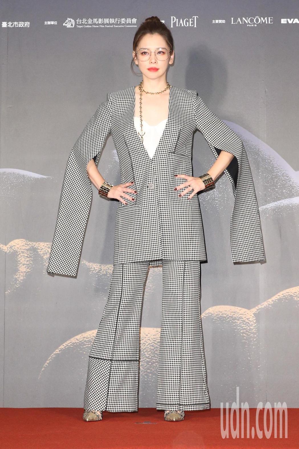《人面魚 紅衣小女孩外傳》演員徐若瑄今天出席金馬影展紅毯之夜。記者葉信菉/攝影