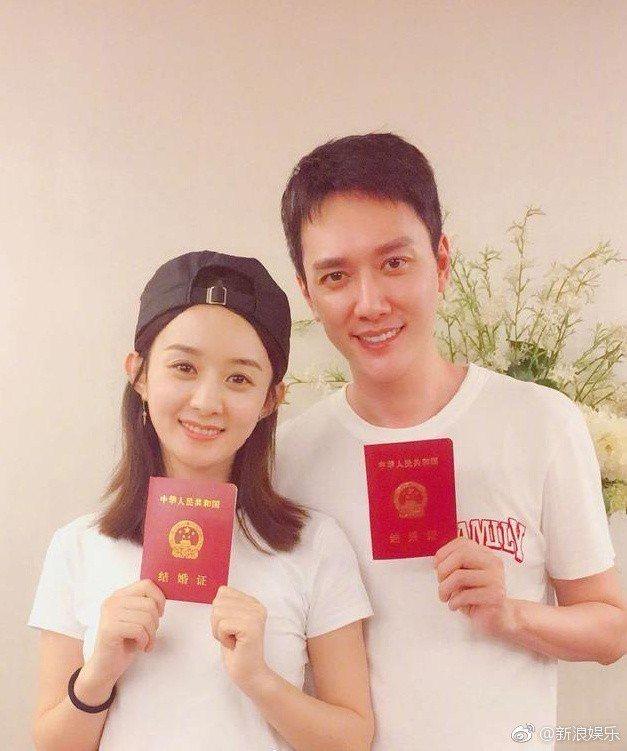 馮紹峰(右)婚後想多陪家人。圖/摘自微博