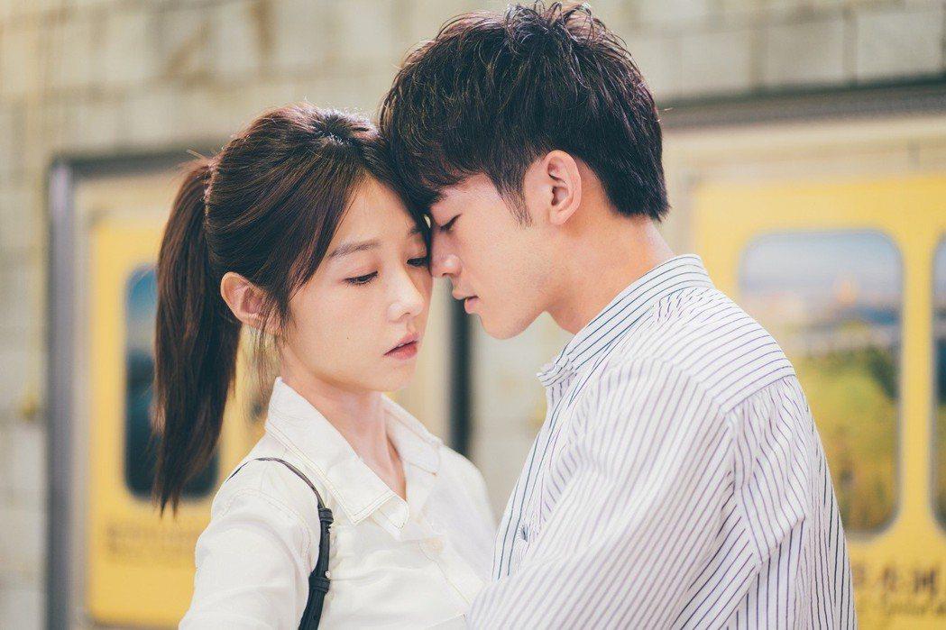 邵雨薇、吳思賢演出「愛的3.14159」最後一集吻不停。圖/東森提供