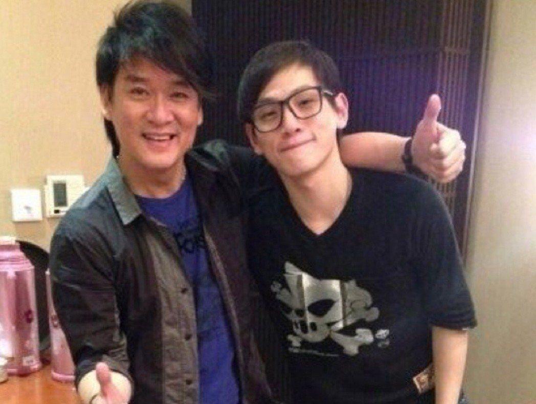 邱振哲(右)相當感謝周華健。圖/杰思國際娛樂提供