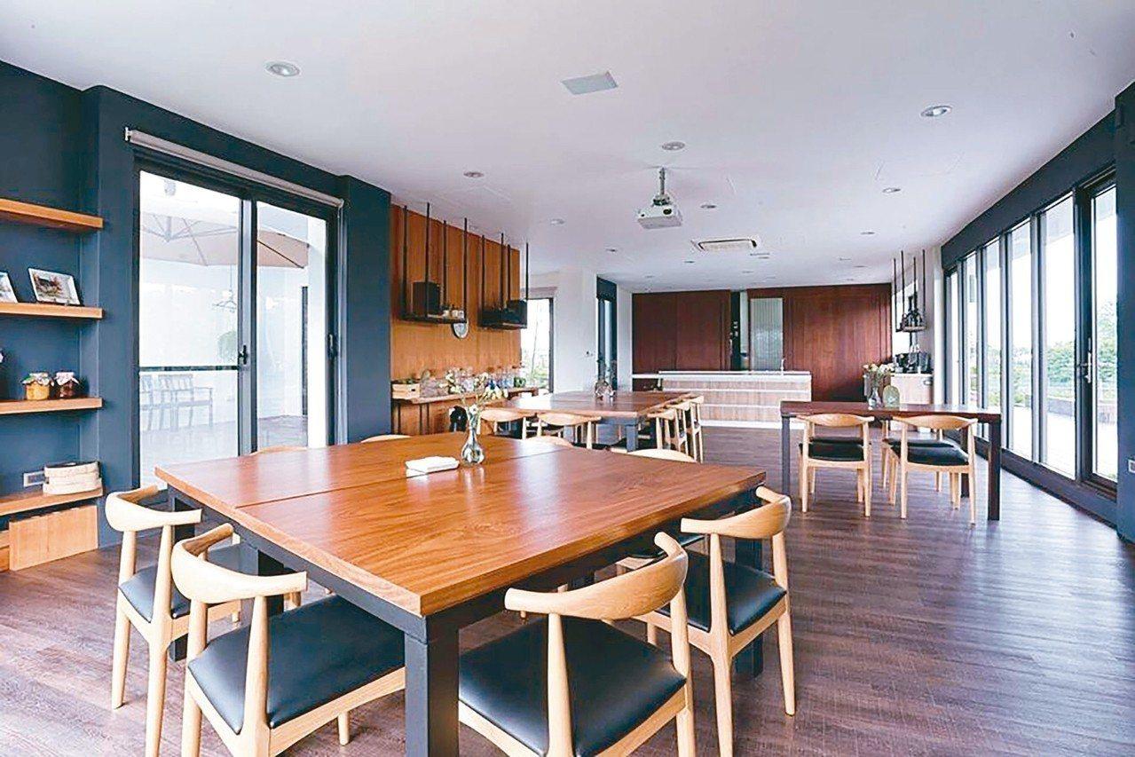北歐風開放廚房,將大自然納入室內。 圖/有行旅提供