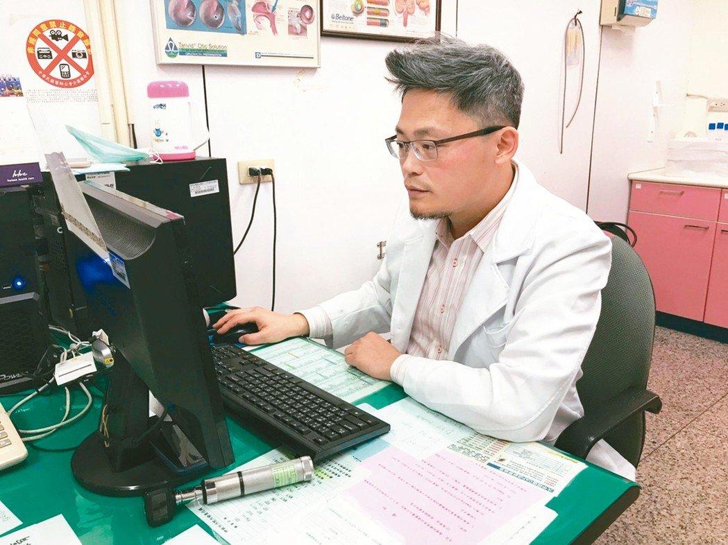 大甲李綜合醫院耳鼻喉科醫師周英樑提醒,家中有臥病在床的長輩,要隨時注意衛生習慣。...