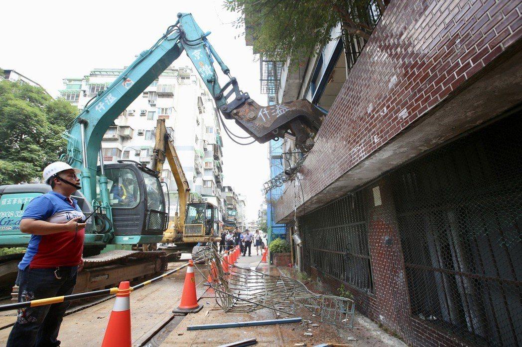 圖為台北市斯文里三期公辦都更今年五月動工情形。報系資料照/記者林伯東攝影