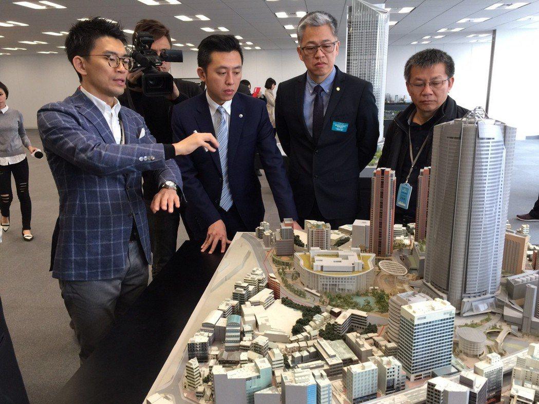 圖為新竹市長林智堅與考察團員,於2016年參訪日本最成功都更範例:東京六本木之丘...