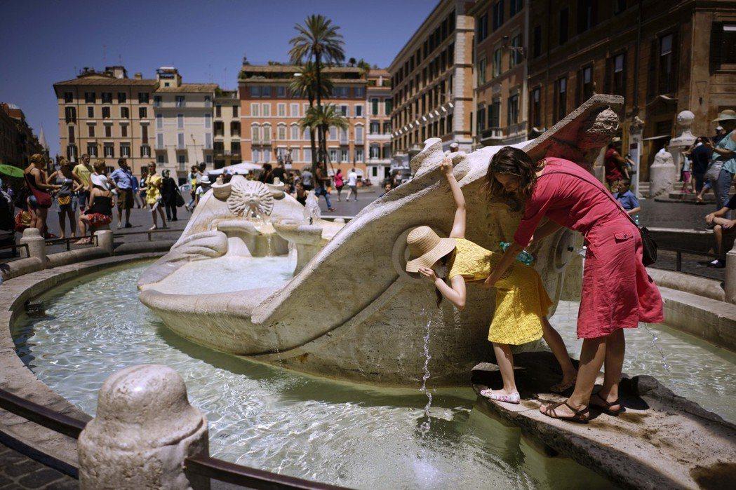 拉吉為解決市政財源,去年把腦筋動到了觀光勝地「特雷維噴泉」裡,每年累積超過100...