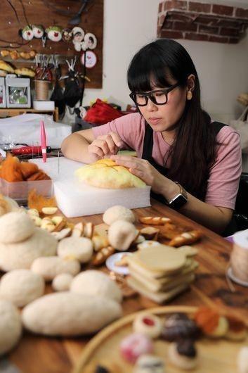 雷曉臻在教學的過程中,更加體會到自己對羊毛氈的熱愛有多深,以及在這項工藝領域裡,...