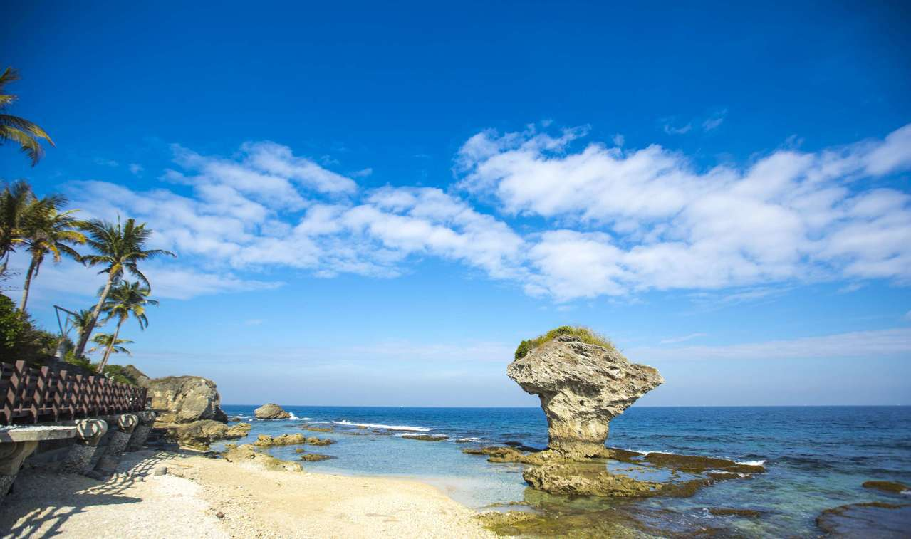 小琉球花瓶岩。 圖/觀光局提供