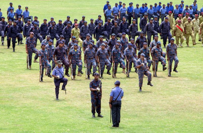 外國部隊跟巴紐警力合作協助APEC維安工作。(法新社)