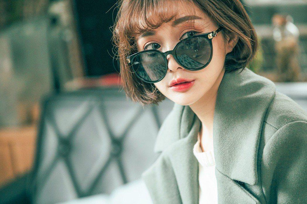 一副充滿個性的潮流墨鏡,讓你在寒冷的冬季也能輕鬆提升時尚感。 ASLLY/提供