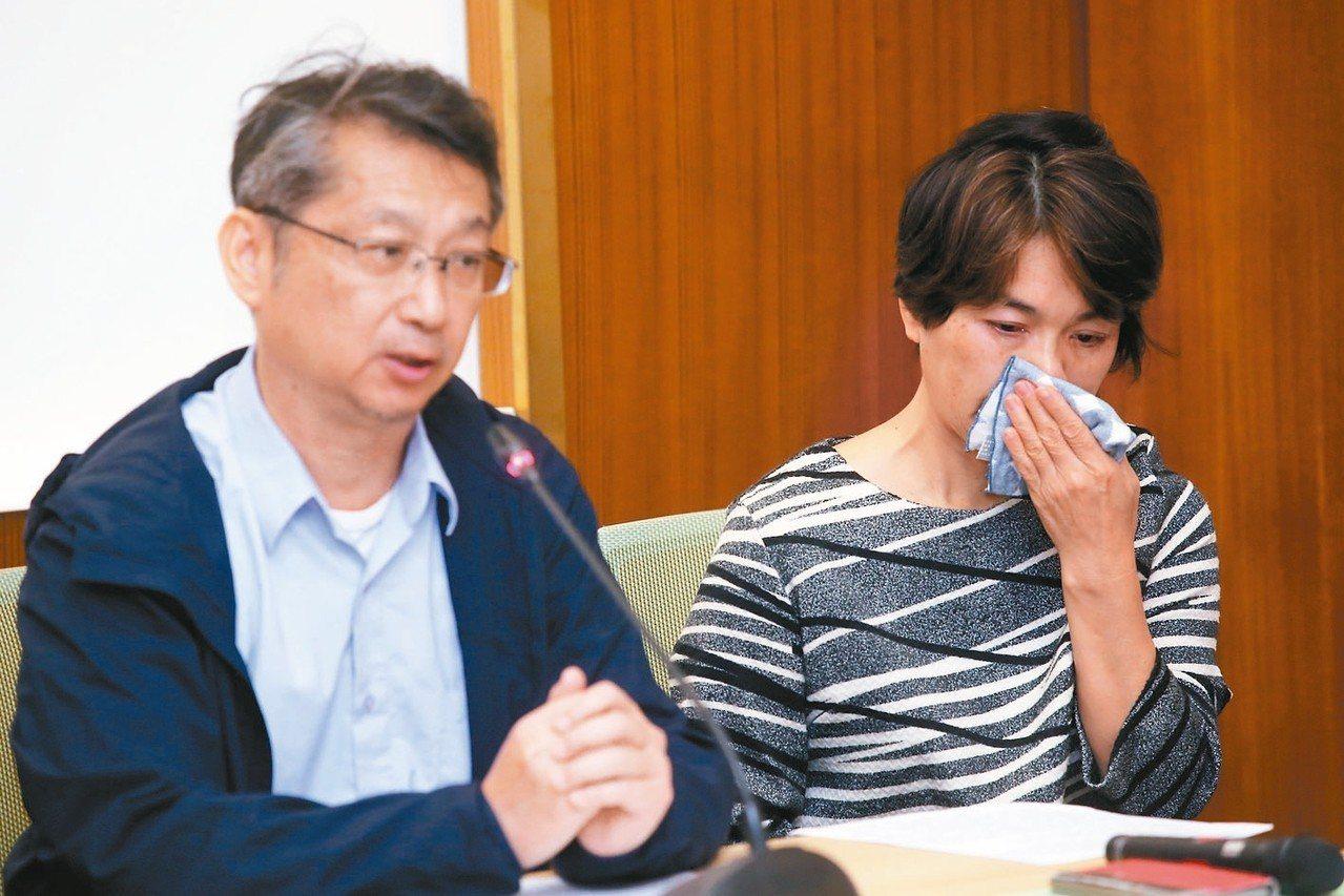 酒駕受害者家屬黃俊美(右)、林金龍(左)呼籲酒駕發生的不幸不要再發生。 記者高彬...