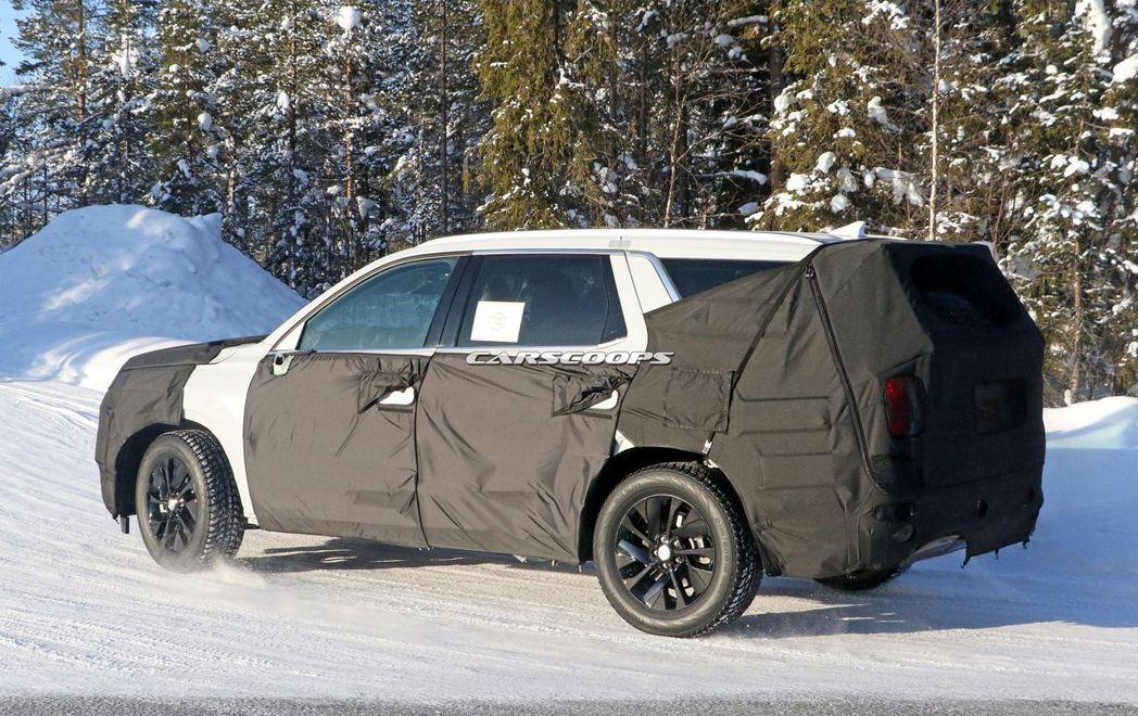 Hyundai Palisade測試偽裝車。 摘自Carscoops