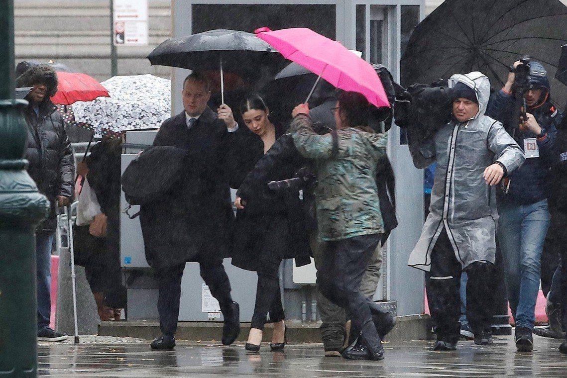 紐約出庭的古茲曼家屬。 圖/路透社
