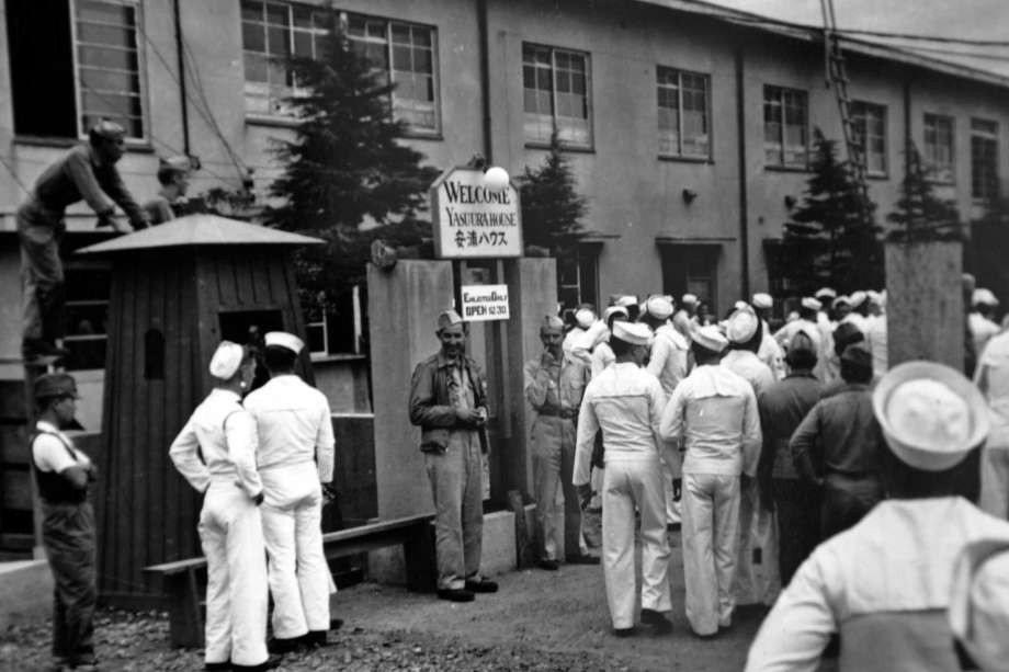 盟軍佔領下的日本,為防止日本婦女遭到盟軍阿兵哥性侵騷擾,而設置有提供給這些大兵遊...