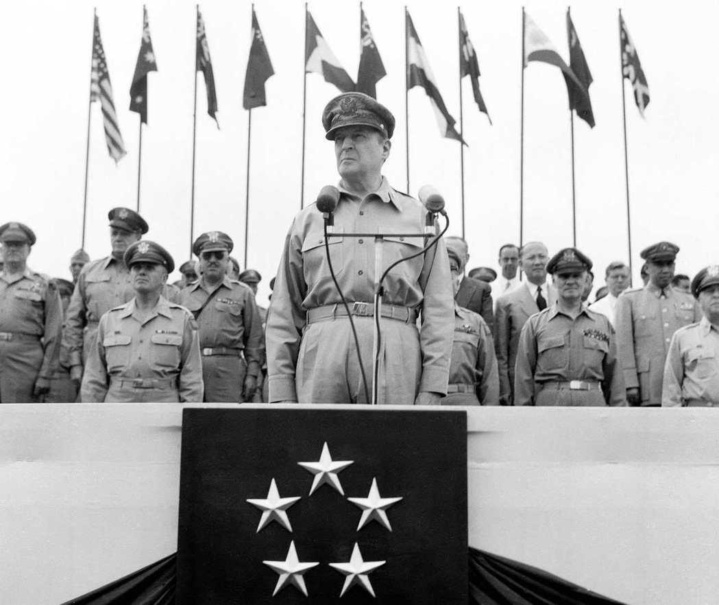 在1947到1952年間,日本全國由駐日盟軍總司令部GHQ全權統治。圖為GHQ總...