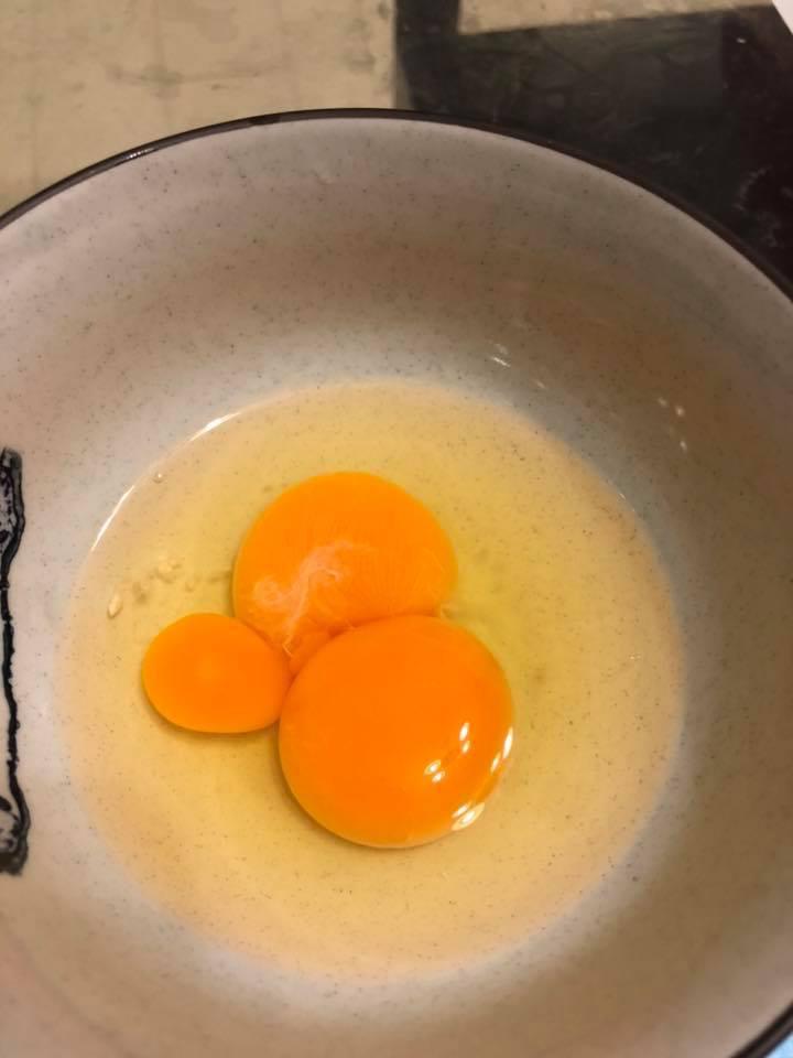 也有網友打出不只一顆蛋黃的蛋。 圖片來源/●【爆廢公社公開版】●