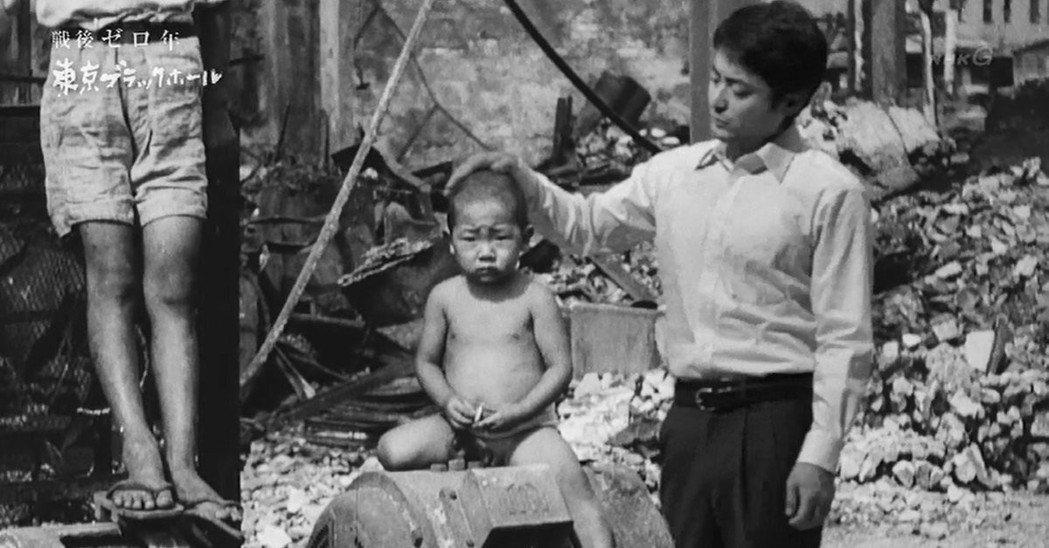 《東京黑洞》由山田孝之(右)主演,以穿越劇方式重現那個黑市、美軍慰安婦、政經黑幕...