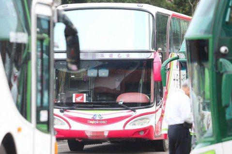 台灣應該要思考傳統的遊覽車出團和定點拍照的服務模式,是否也應質變。圖/報系資料照