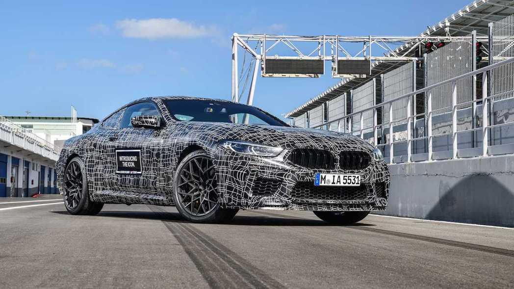 全新BMW M8 Coupe原廠偽裝測試車首次現身。 摘自BMW